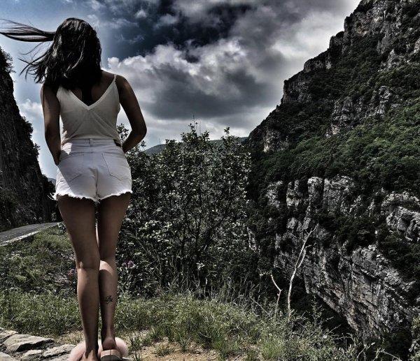Катя Жужа поругалась с подписчиками из-за толстоты и «искосообразных ног»