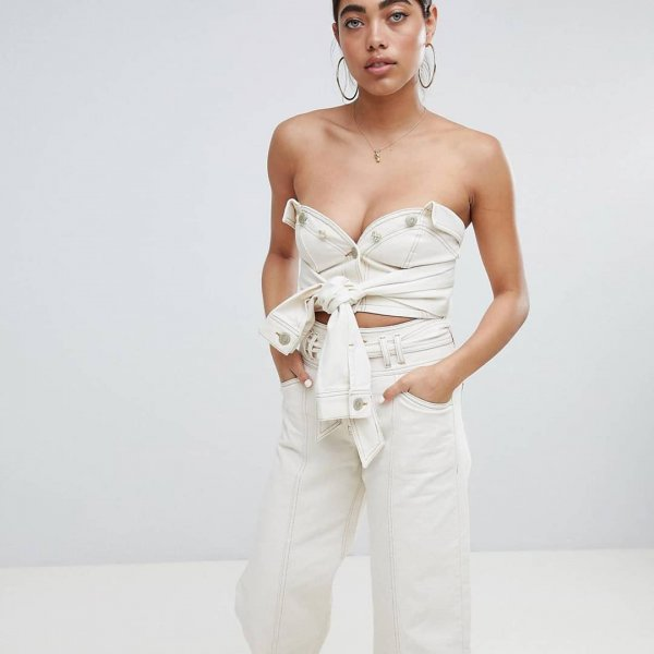 Модельеры придумали необычный способ ношения женской куртки