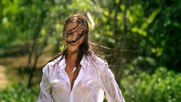 Федорова в мокрой рубашке подверглась критике