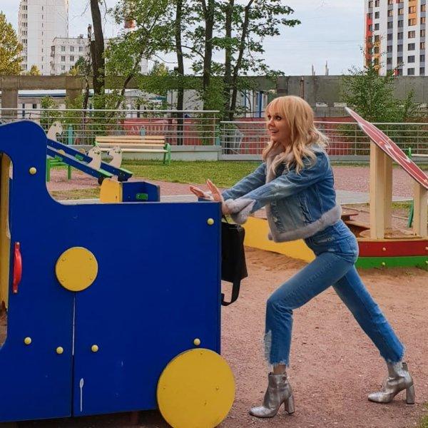 На детской площадке 50-летнюю певицу Валерию перепутали с девочкой