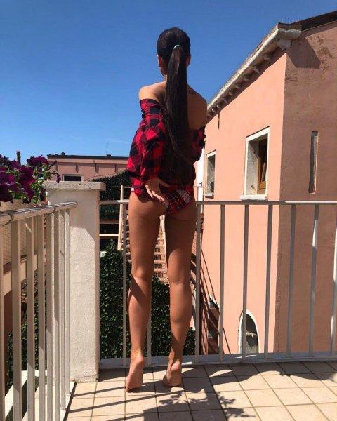 Жопа испортила весь вид: Фанатов Бузовой утомили ее голые фото