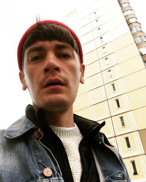Александр Гудков перед началом ЧМ-2018 предстал в образе продавщицы