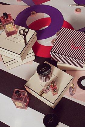 Поппи Делевинь представила новый парфюм в горошек