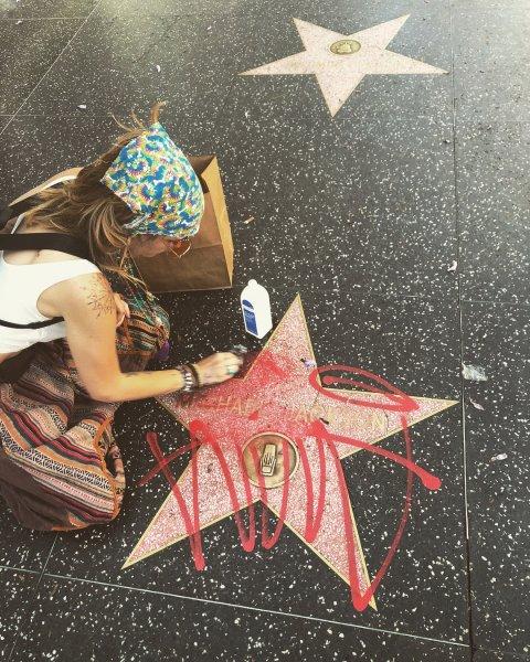Неизвестные осквернили звезду Майкла Джексона на голливудской Аллее славы