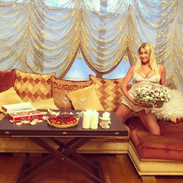 Волочкова показала, как она готовилась к ночи с новым любовником