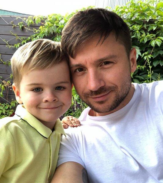 «Маленькая копия»: Сергей Лазарев «взорвал» соцсети новым фото с сыном