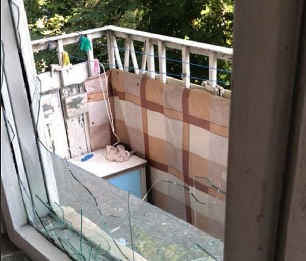«Все еще руки трясутся»: Певица Монеточка разбила окно, чтобы попасть в собственную квартиру