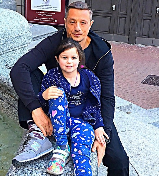 Сын Любови Полищук Алексей Макаров показал подросшую дочь