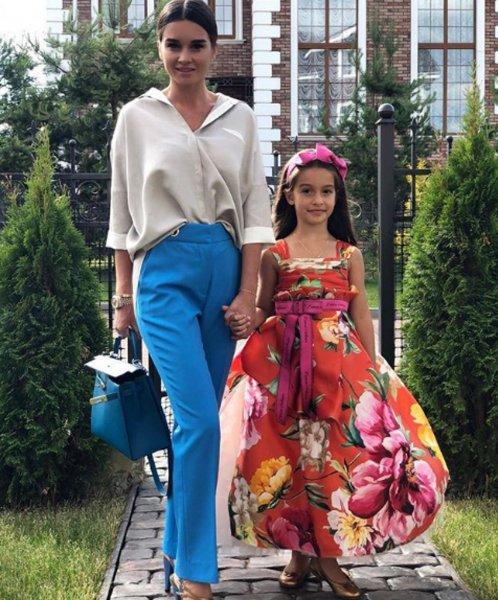 «Словно школьница»: Новый образ Бородиной на снимке с дочерью поразил фанатов