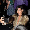 «Никакого эгоизма»: Ким Кардашьян больше не хочет делать селфи