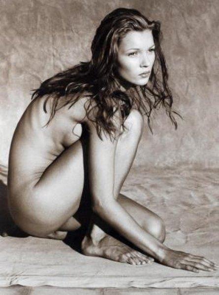 Юная и обнаженная: 50 снимков Кейт Мосс опубликуют отдельной книгой