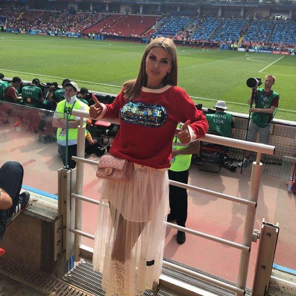 Виктория Боня на матче Бельгия-Тунис похвасталась грудью