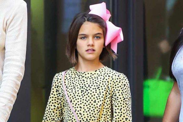 Дочь Тома Круза продавала лимонад на гей-параде
