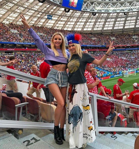 «Лишь бы внимание привлечь»: Рудковская с подругой на футбольном матче решили выделиться из толпы