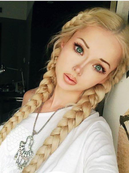 Мама «русской Барби» оказалась красивее дочери