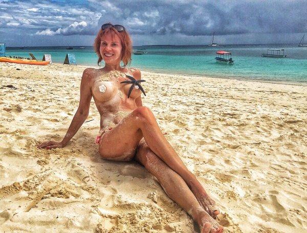 Наталья Штурм разделась и прикрыла грудь морской звездой
