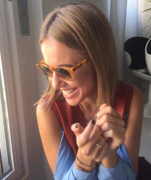 Улыбаемся и машем: Подписчиков Собчак рассмешила ее попытка «быть всегда счастливой»