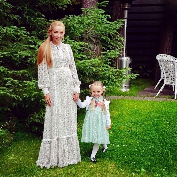 «Очень похожа на маму»: Татьяна Навка очаровала новым снимком с младшей дочерью
