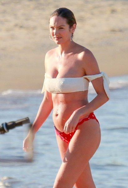 Модель Victoria's Secret показала фигуру спустя три недели после родов