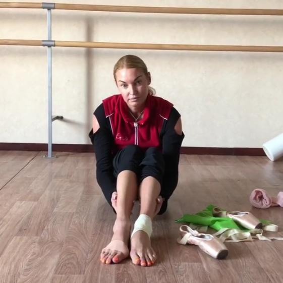 Волочкова шокировала подписчиков «изнанкой» своих ног