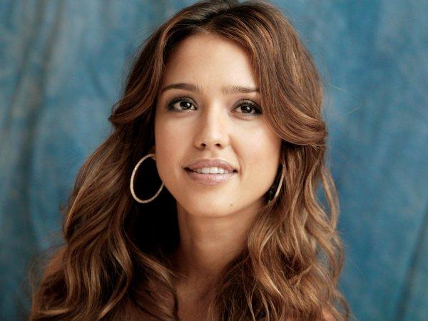 Джессика Альба призналась, что с детства подвергалась домогательствам