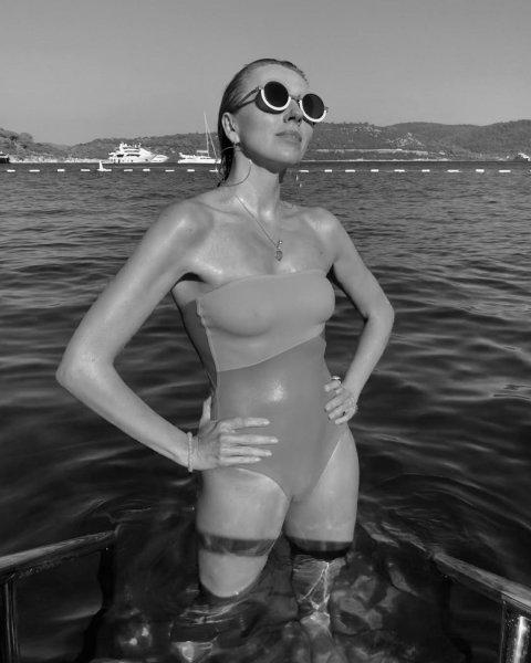 Светлана Бондарчук порадовала фанатов снимком в мокром купальнике