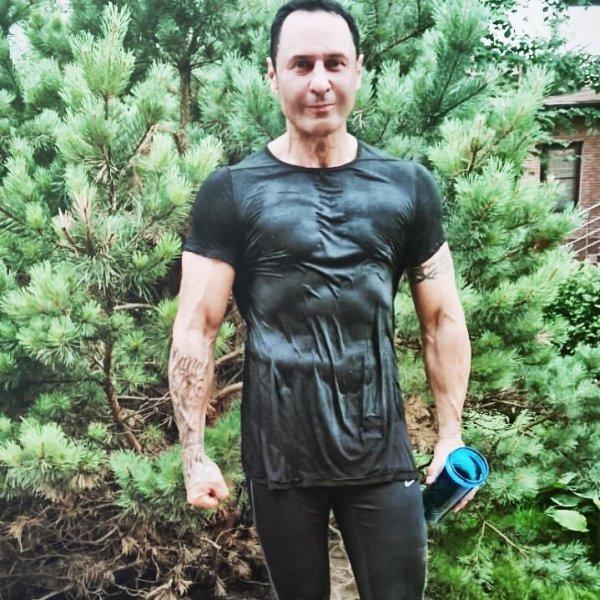 Стас Костюшкин удивил своей сильной худобой