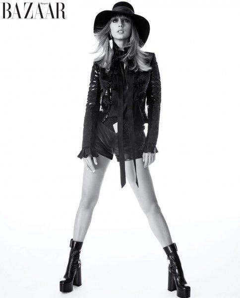 Тейлор Свифт украсила августовский номер Harper's Bazaar US
