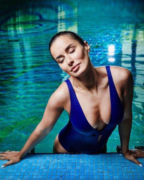 Канделаки порадовала фанатов редким откровенным фото в купальнике