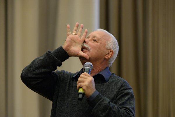 Леонид Якубовичь в прямом эфире показал голый торс