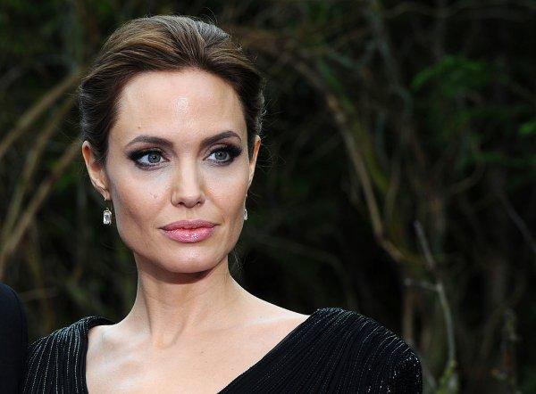СМИ: Анджелина Джоли из-за страха одиночества может навредить себе