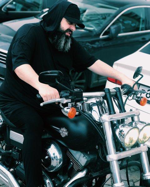«Еще бороду в косички и шлем викинга»: Максим Фадеев на байке поразил фанатов