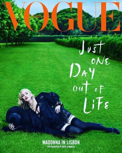 Мадонна в кружеве и чулках украсила обложку журнала Vogue