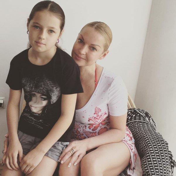 «Еще одной проститутки не переживем»: Фанаты Волочковой удивились, что ее дочь не на шпагате