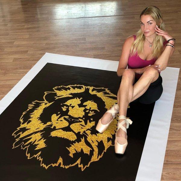 Пугающие метаморфозы с ногами: Анастасия Волочкова удивила фанатов ногами-спичками на новом фото