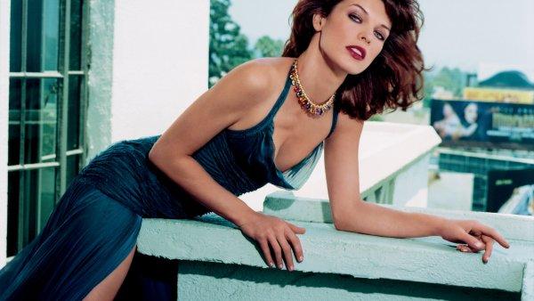Показала арбузы: Голливудская актриса Милла Йовович удивила фанатов своим увлечением