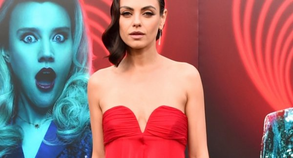 Фанаты раскритиковали обвисшую грудь Милы Кунис