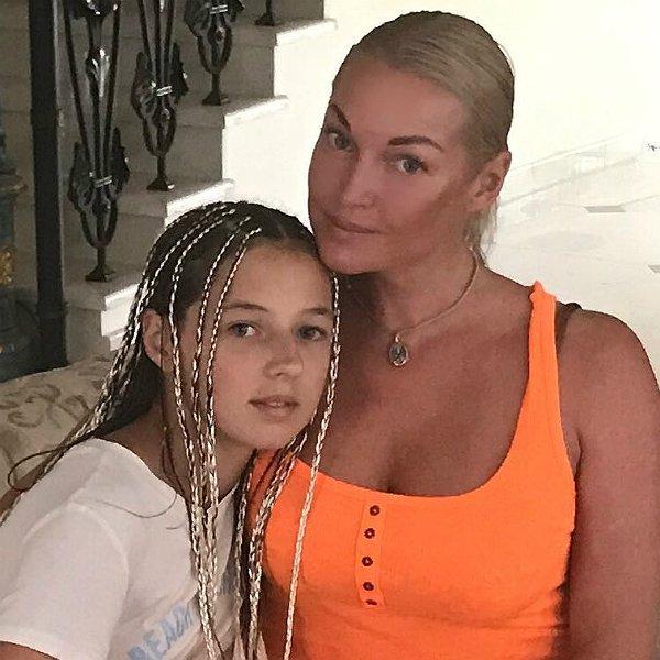 «Превзошла мать»: Дочь Анастасии Волочковой сравнили с актрисой Миллой Йовович