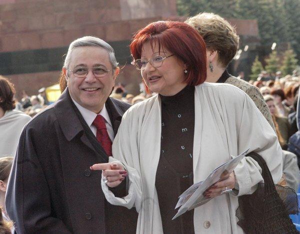 Мужик обязан: В Сети кипят бурные споры о разделе имущества Петросяна и Степаненко