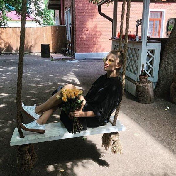 Снова скрывает: Звезду сериала «Папины дочки» Дарью Мельникову заподозрили в беременности