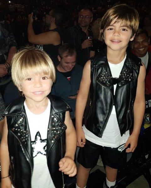 Шакира показала трогательные снимки своих сыновей от Жерара Пике