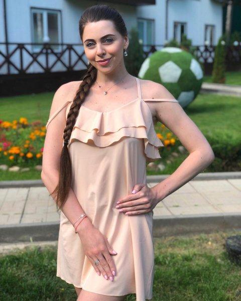 Рапунцель попыталась «впарить» подписчикам платье от Бузовой