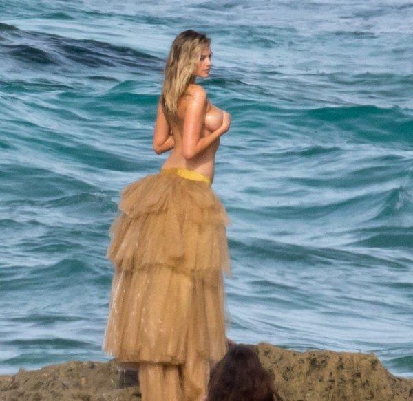 Кейт Аптон смыло в море во время сьемки