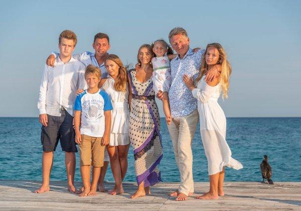 Татьяна Навка показала на фото семейную идиллию с Дмитрием Песковым и детьми