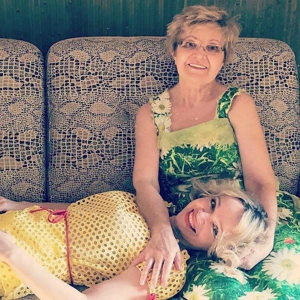Цымбалюк-Романовская показала новый снимок с онкобольной матерью