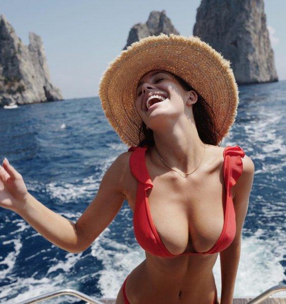 Не прогадал: Новая девушка Леонардо ДиКаприо похвасталась огромной грудью
