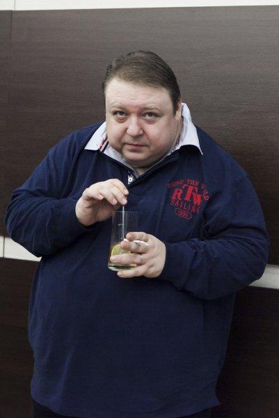 Актер Александр Семчев выяснил, кто отец сына его бывшей любовницы