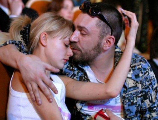 После поцелуя Шнурова и Акиньшиной у поклонников появилось много вопросов