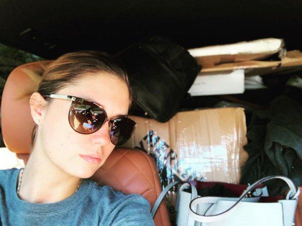 Развод и тапочки по почте: Фанаты встревожились из-за чемоданов Агаты Муцениеце