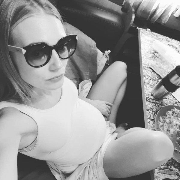 Четвертая беременность: Оксана Акиньшина опубликовала фото с округлым животом